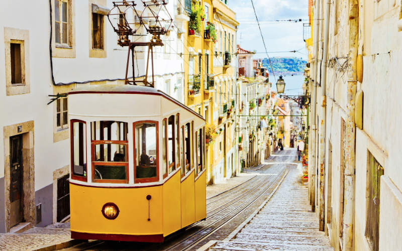 de tram in Lissabon, Portugal